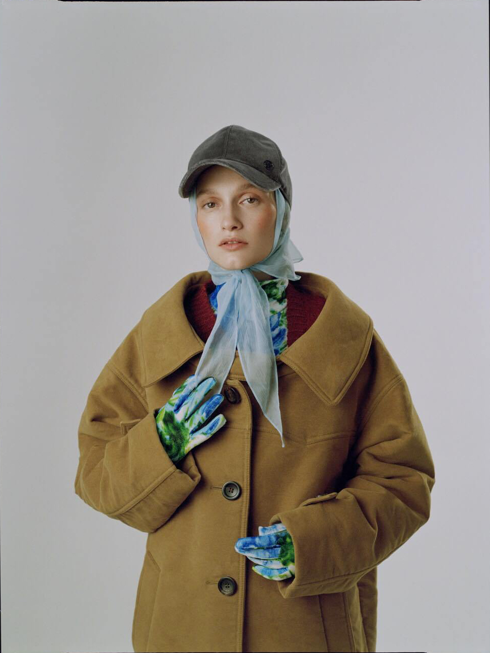 Как стильно носить платок с кепкой