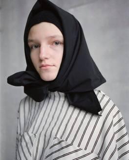 Как стильно носить платок с балаклавой