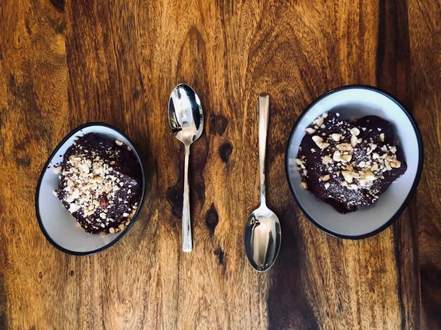 Шоколадное мороженое, десерт