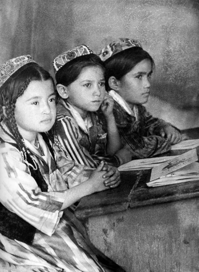 Узбекские девочки в школе